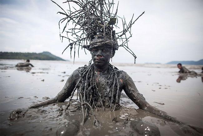 """""""Bloco da Lama"""" ('Mud Block') Carnival in Brazil"""