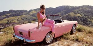 Fascinating Vintage Photos Of Playboy Playmates Posing With Classic Cars