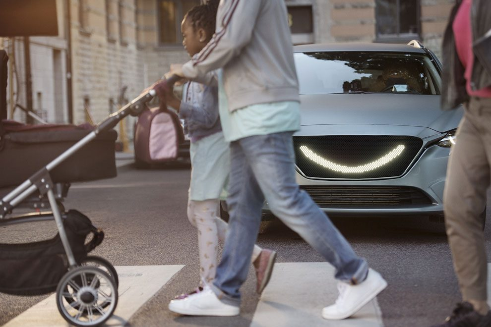 10-the-smiling-car-allows-people-to-communicate-in-the-way-they-are-used-to-instead-of-taking-an-unnecessary-detour-via-technology