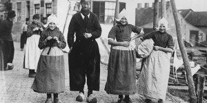 Fascinating Vintage Photographs of Dutch Men In Traditional Volendam Worker Pants