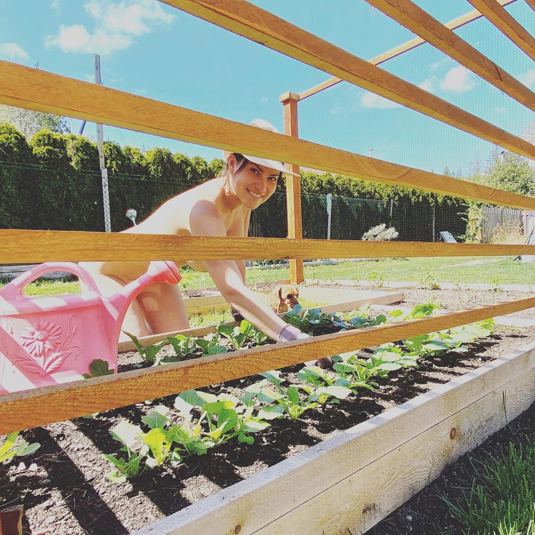 World Naked Gardening Day 2020 - Social Distancing