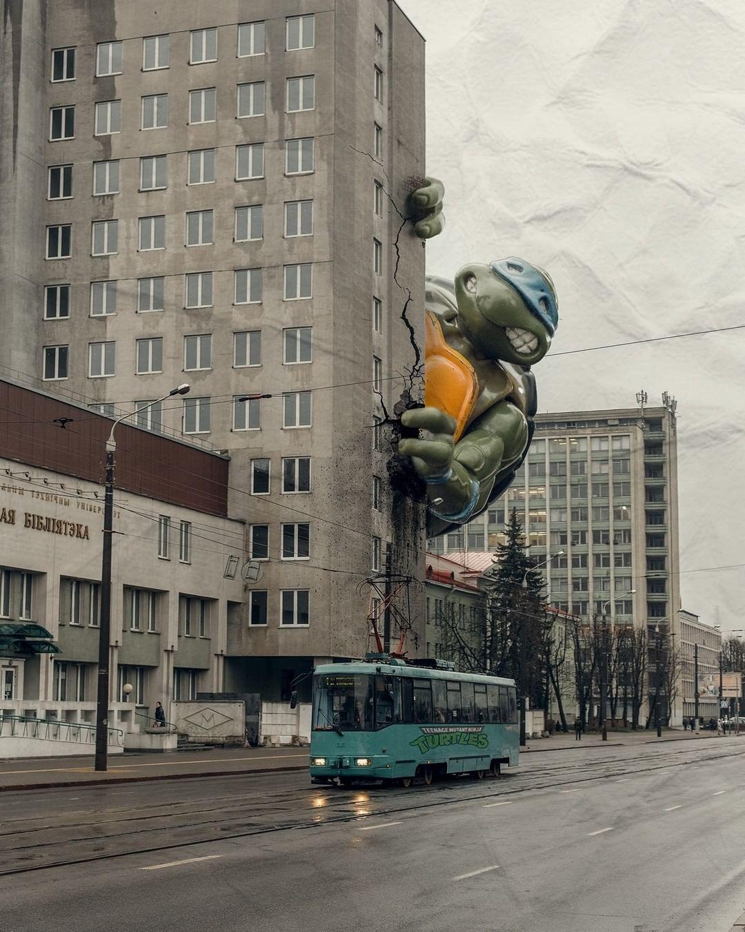 Giant Ninja Turtle Takes Over Minsk: Huge Leonardo Is Exploring the World of Soviet Architecture