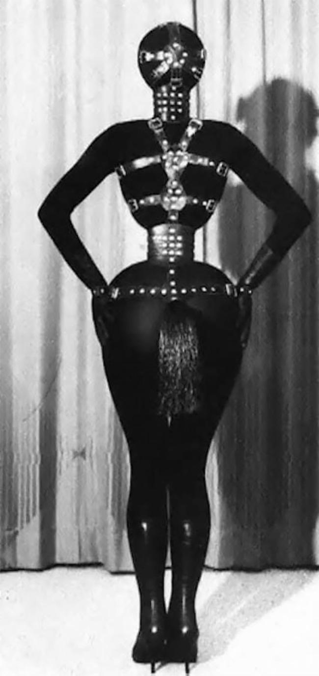 Bizarre Portraits of Cora Korsett With Tiny Waist in the 1970s