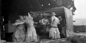 Rare Photographs Reveal British Soldiers Manning Anti-Aircraft Guns in Full Drag in World War II