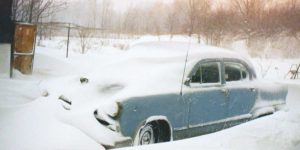 Vintage Photos of Cars During Winter in the 1950s and '60s