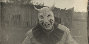 """""""Dark Carnival"""": Photographer Makes a Shots of Vintage Creepy Clowns In a Cornfield"""
